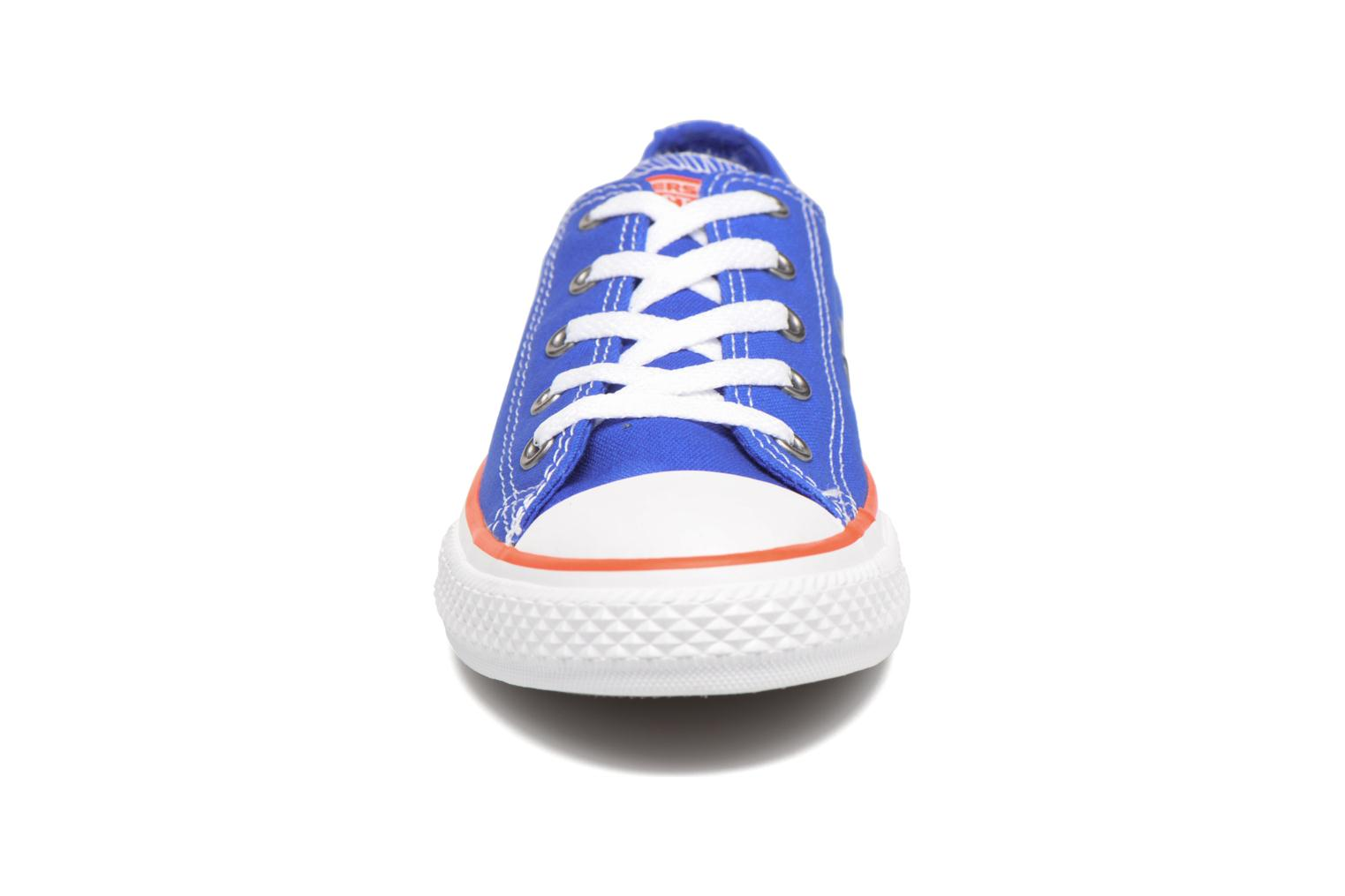 Sneakers Converse Chuck Taylor All Star Ox Seasonal Color Azzurro modello indossato